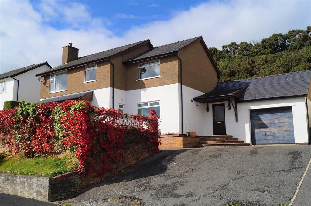 4 Bedrooms Detached House for sale in Erwenni, Pwllheli