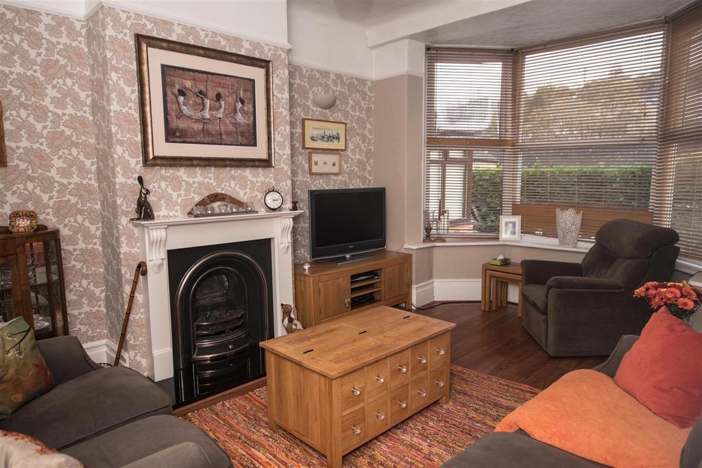2 Bedrooms Terraced House for sale in Crown Villas, Scissett, Huddersfield