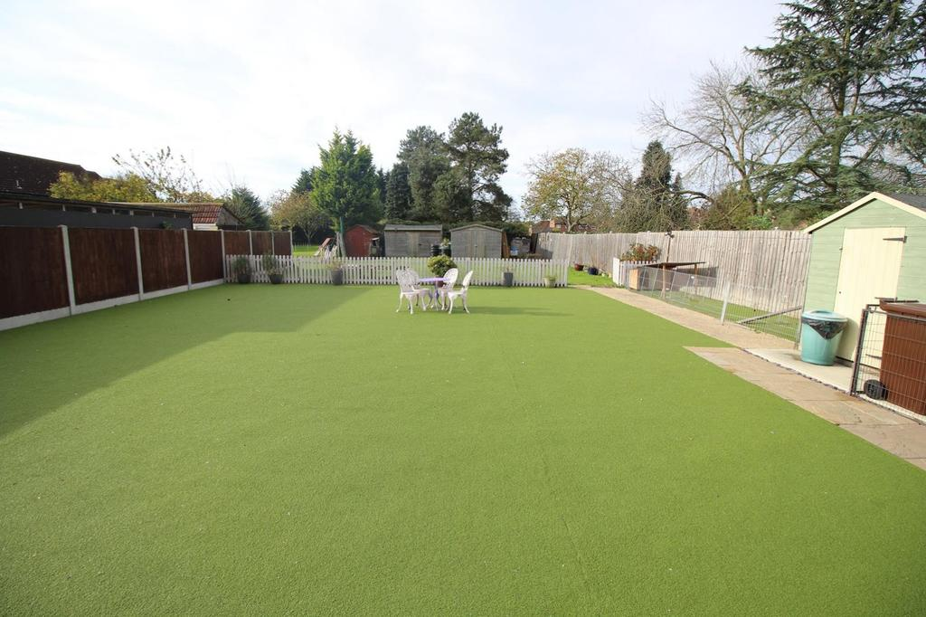 4 Bedrooms Chalet House for sale in Mersea Road, Blackheath, Colchester, Essex, CO2