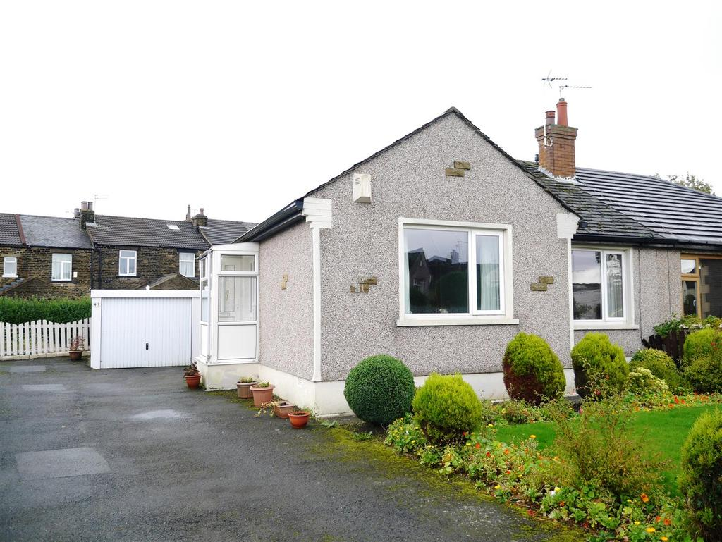 2 Bedrooms Semi Detached Bungalow for sale in Acre Drive, Eccleshill, Bradford, BD2 2LS