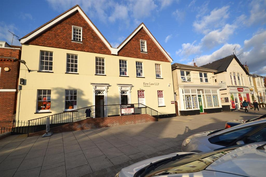 3 Bedrooms Apartment Flat for sale in High Street, Burnham-On-Crouch