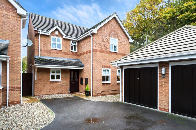 4 Bedrooms Detached House for sale in Watermead, Stratton St. Margaret, Swindon, Wiltshire