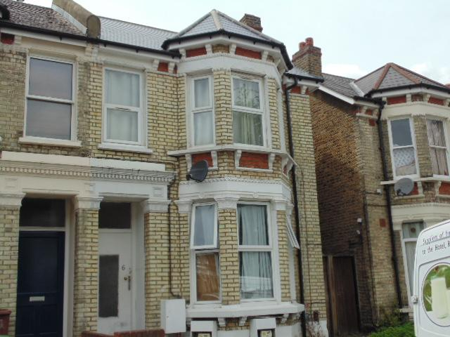 2 Bedrooms Flat for sale in Muschamp road SE15
