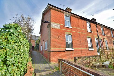 2 bedroom end of terrace house to rent - Winchester