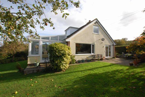 4 Bedrooms Detached Bungalow for sale in Old Cleeve