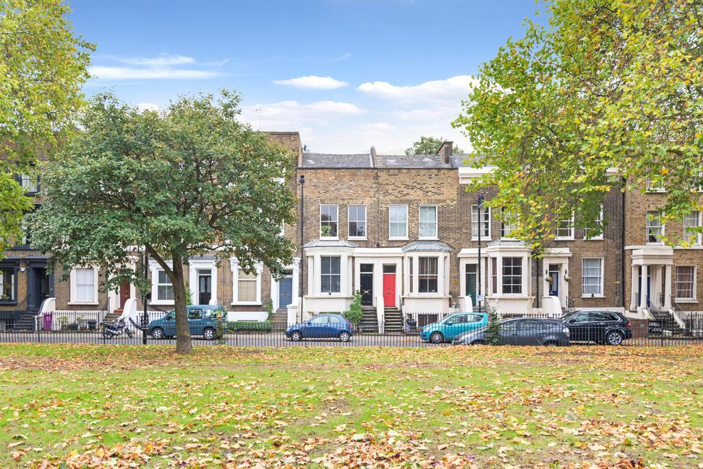 2 Bedrooms Flat for sale in Cadogan Terrace, Hackney, London E9