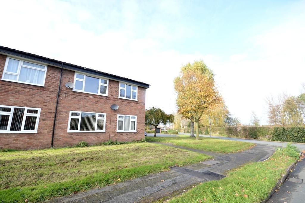 2 Bedrooms Apartment Flat for sale in Ackers Lane, Stockton Heath, Warrington