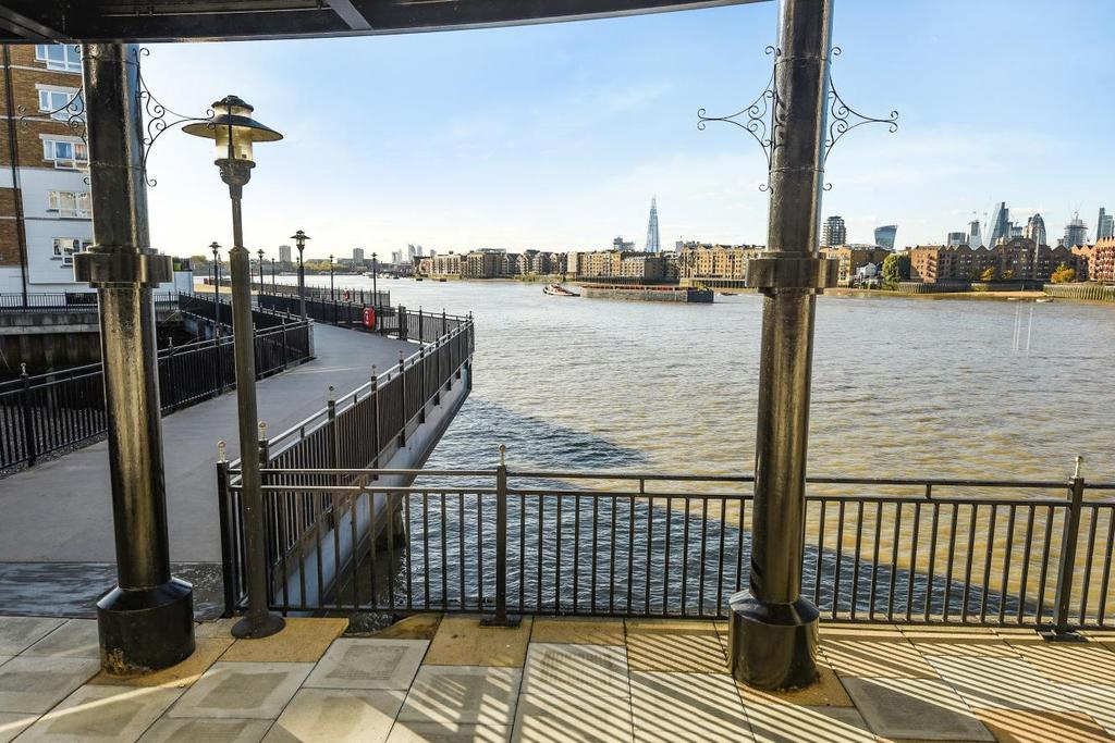 2 Bedrooms Flat for sale in Abbotshade Road, Surrey Quays
