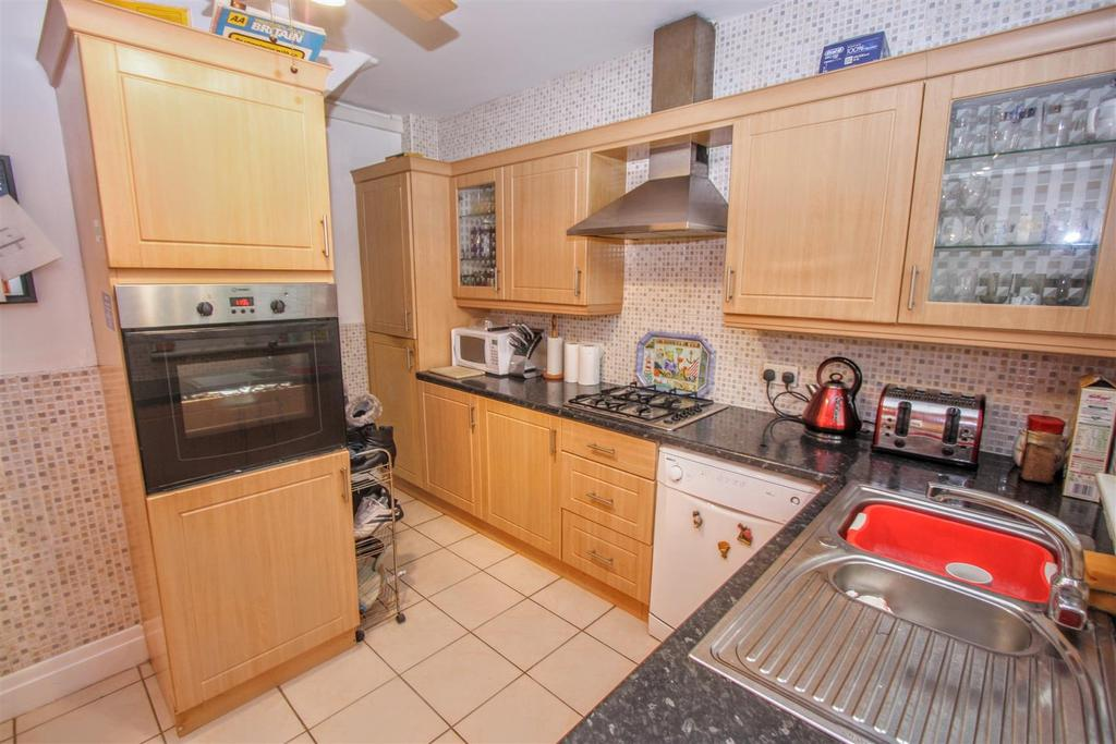 2 Bedrooms Semi Detached House for sale in Brankin Road, Darlington