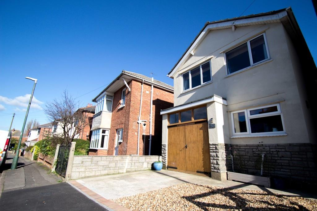 3 Bedrooms Detached House for sale in 3 Bed Detached Family House