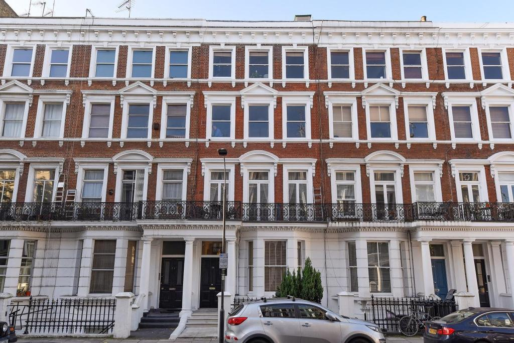 2 Bedrooms Flat for sale in Maclise Road, Brook Green