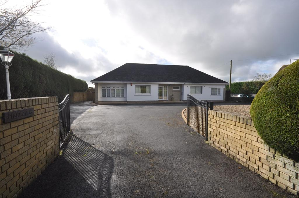 4 Bedrooms Detached Bungalow for sale in Highlands, Peniel, Carmarthenshire SA32 7AB