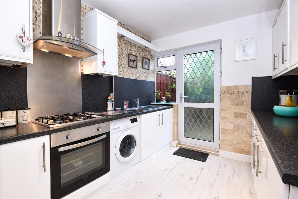 3 Bedrooms Terraced House for sale in Southwold Crescent, Scartho, DN33