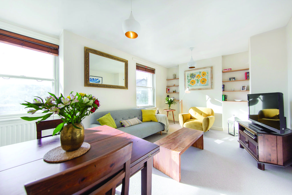 2 Bedrooms Flat for sale in Plough Road, SW11