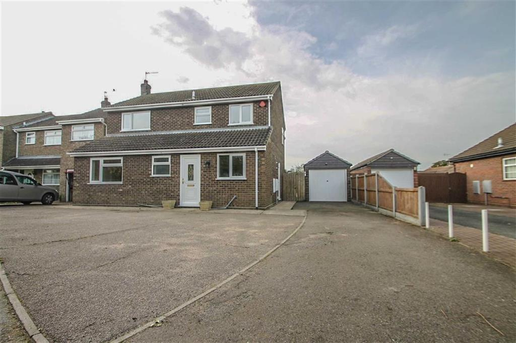 4 Bedrooms Detached House for sale in William Drive, Clacton-on-Sea