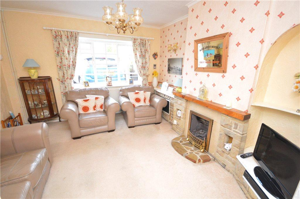 3 Bedrooms Terraced House for sale in Raywood Close, Yeadon, Leeds