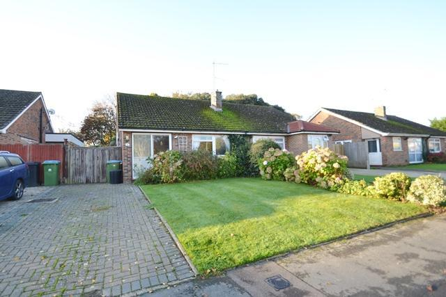 2 Bedrooms Semi Detached Bungalow for sale in Rife Way, Ferring, West Sussex, BN12 5JU