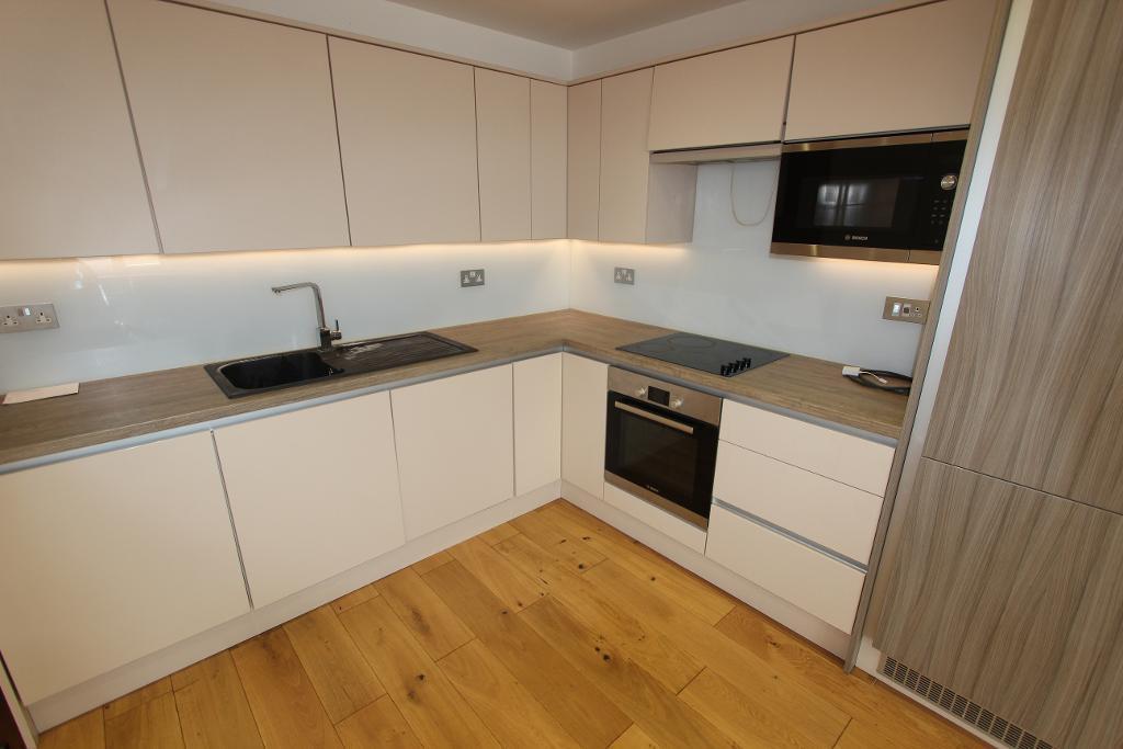 2 Bedrooms Flat for sale in Salisbury Hall Gardens, London, E4 8SA