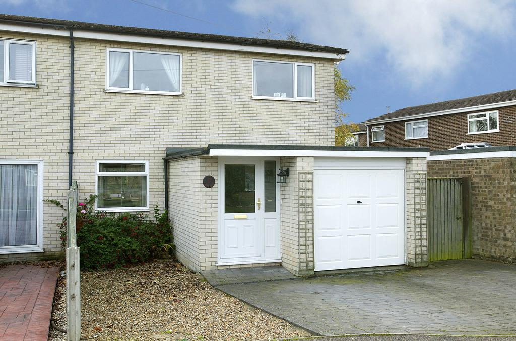 3 Bedrooms Semi Detached House for sale in Childs Road, Hethersett