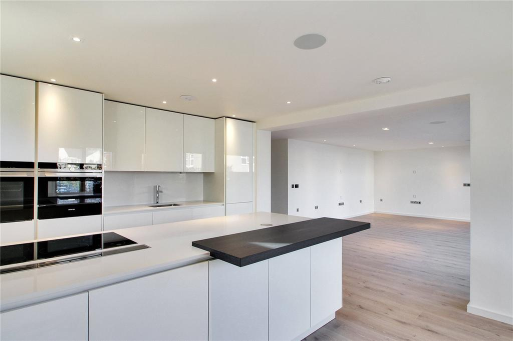 3 Bedrooms Flat for sale in Epicurus House, 1-3 Akehurst Lane, Sevenoaks, Kent, TN13