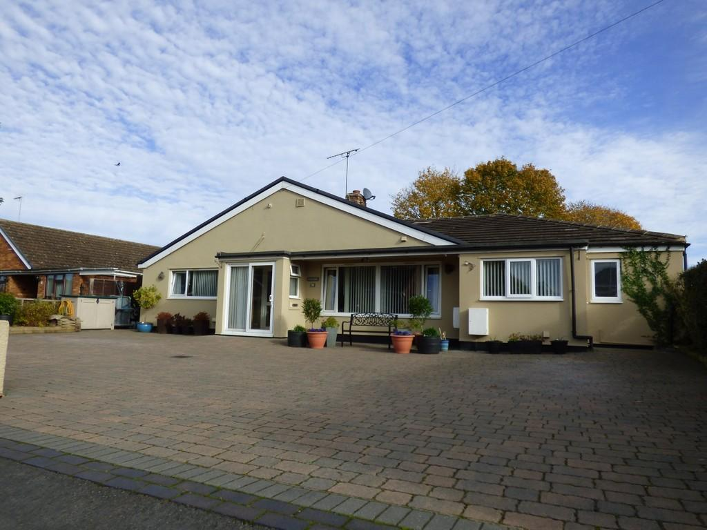 4 Bedrooms Detached Bungalow for sale in Mountford Close, Wellesbourne