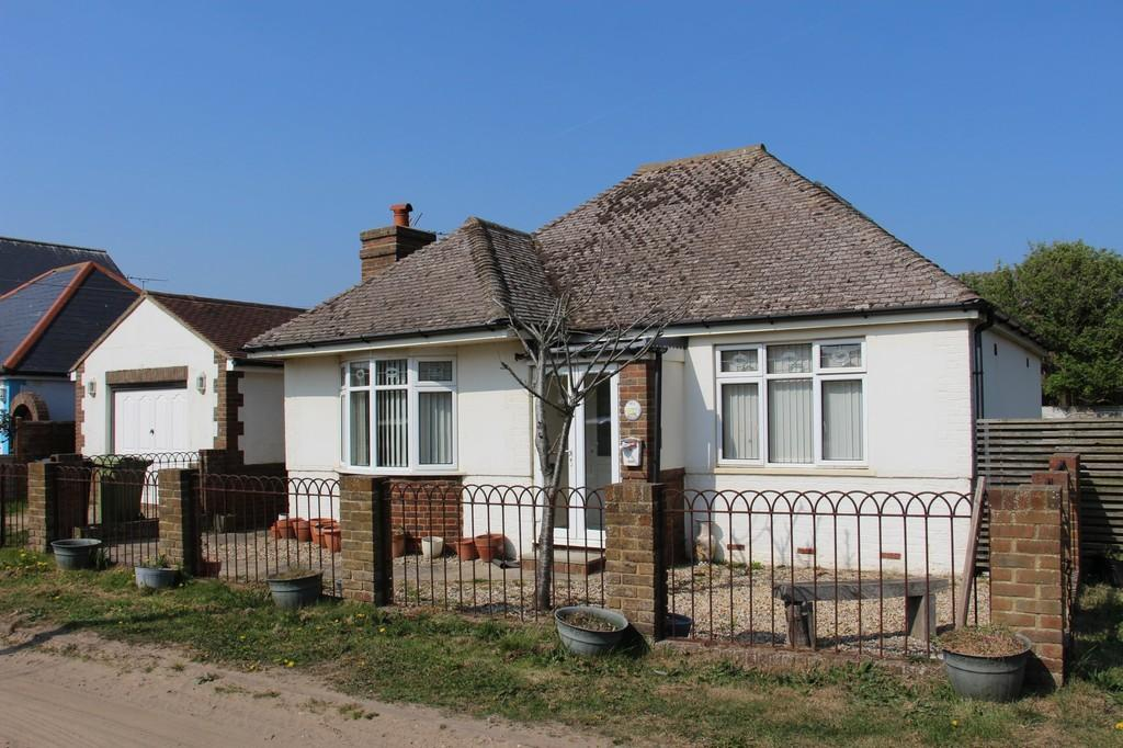2 Bedrooms Detached Bungalow for sale in First Avenue, Off Sea Road, Camber, East Sussex TN31 7RR