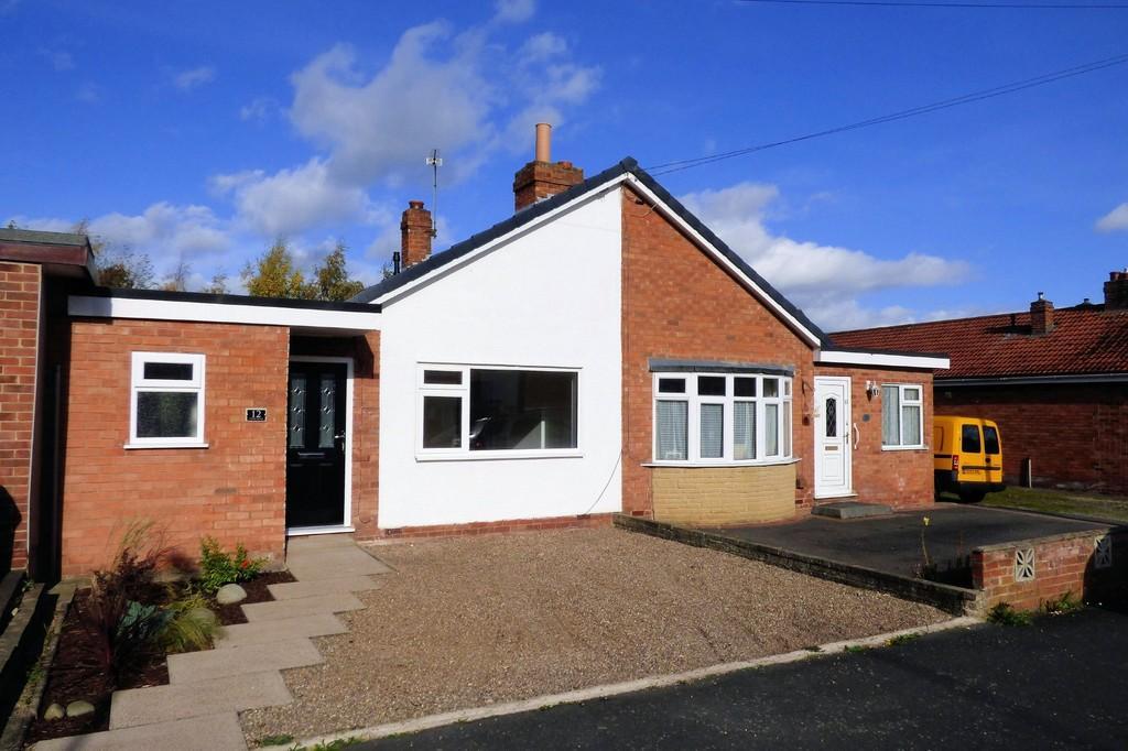 3 Bedrooms Semi Detached Bungalow for sale in Cedar Road, Barton Under Needwood