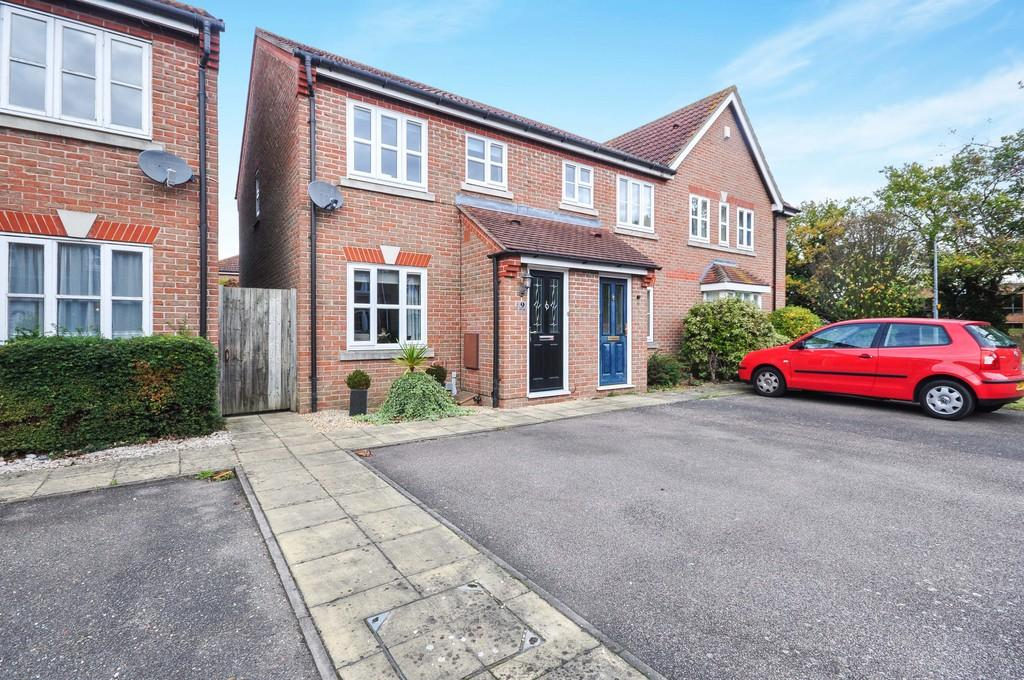 2 Bedrooms End Of Terrace House for sale in Vitellus Close, Colchester, CO4 5GN