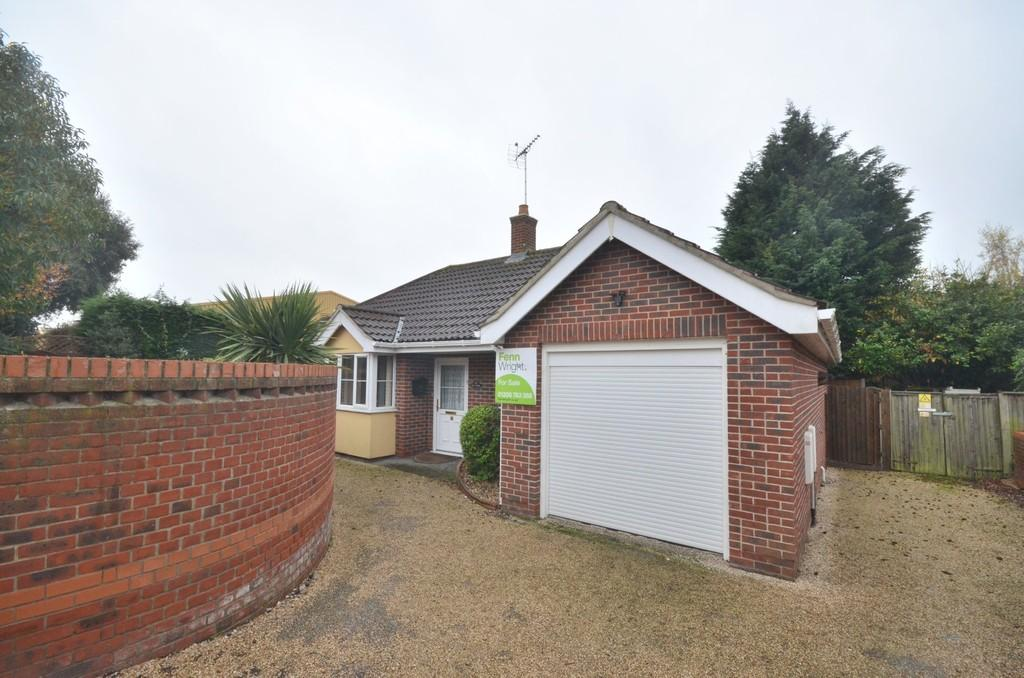 3 Bedrooms Detached Bungalow for sale in Hunting Gate, Colchester CO1 2NW
