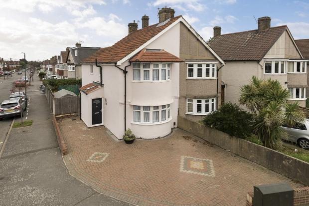 3 Bedrooms Semi Detached House for sale in Tenby Road, Welling, DA16