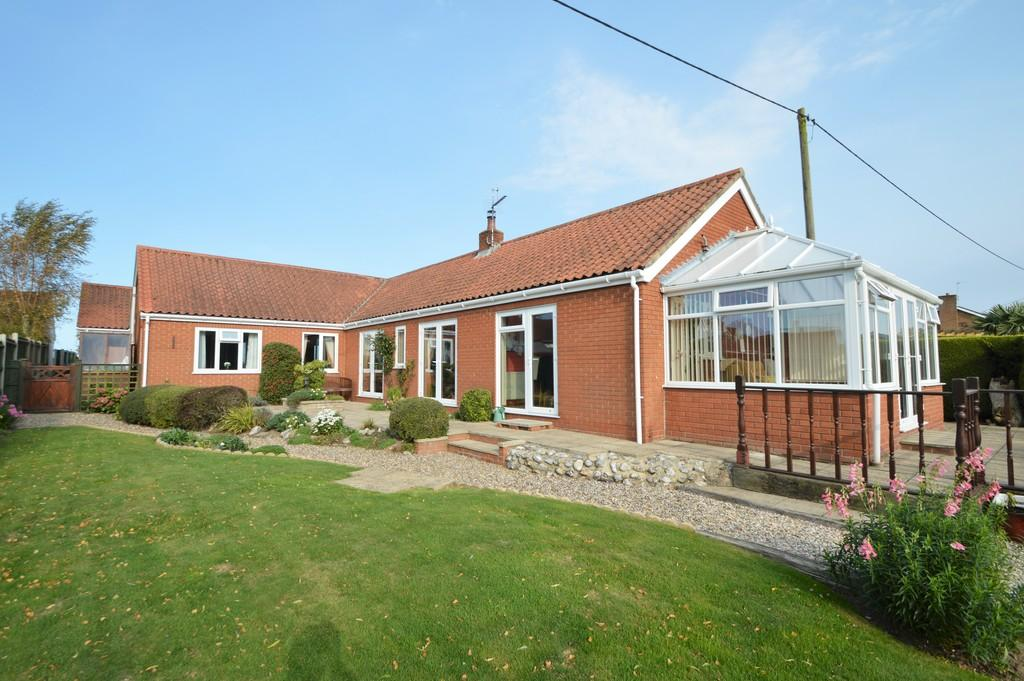 3 Bedrooms Detached Bungalow for sale in Paston