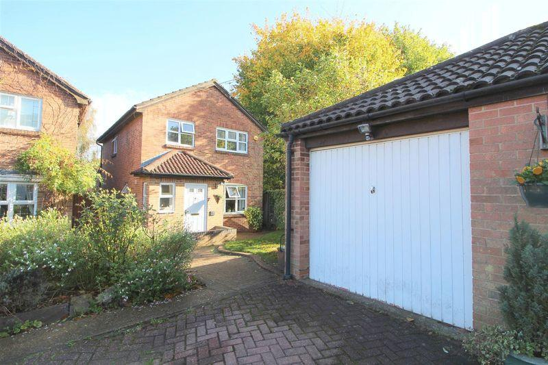4 Bedrooms Detached House for sale in Rheingold Way, South Wallington