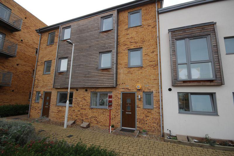 5 Bedrooms Terraced House for sale in Cloud Close, Dartford