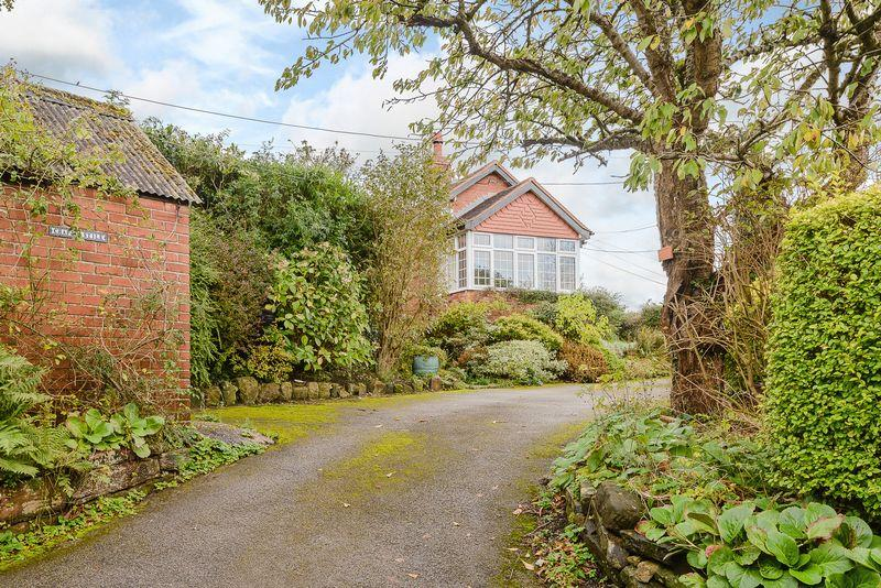 3 Bedrooms Detached Bungalow for sale in Kelsall, Nr. Tarporley