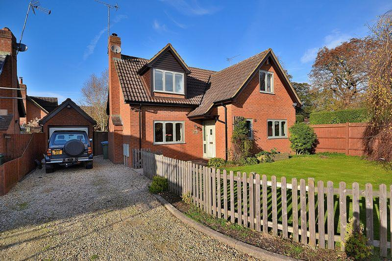 3 Bedrooms Detached House for sale in High Street North, Stewkley