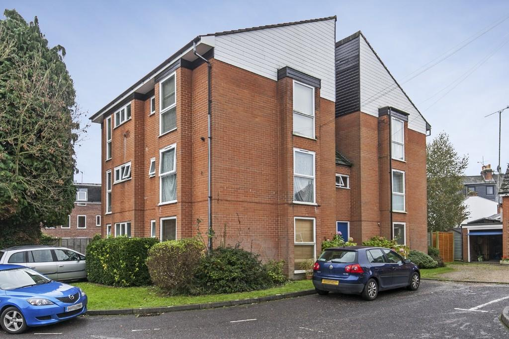 2 Bedrooms Ground Flat for sale in Conifer Close, Fulflood, Winchester, SO22