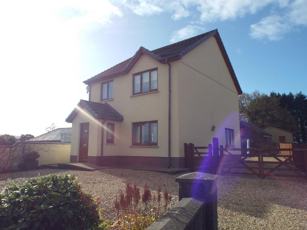3 Bedrooms Detached House for sale in Heol Cwmmawr, Drefach