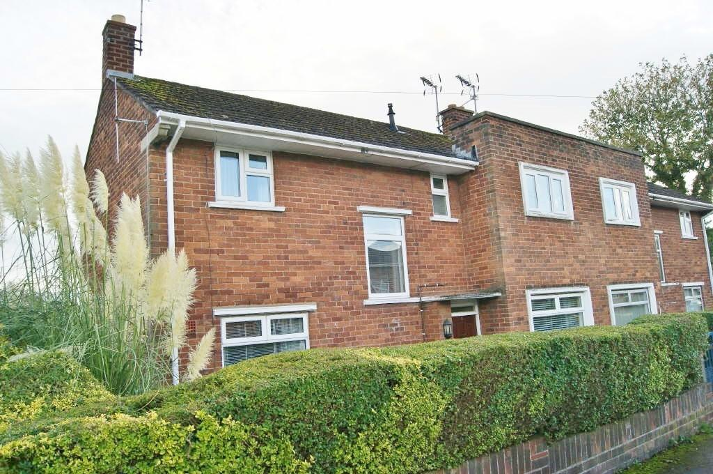 3 Bedrooms Semi Detached House for sale in Aran Road, Wrexham