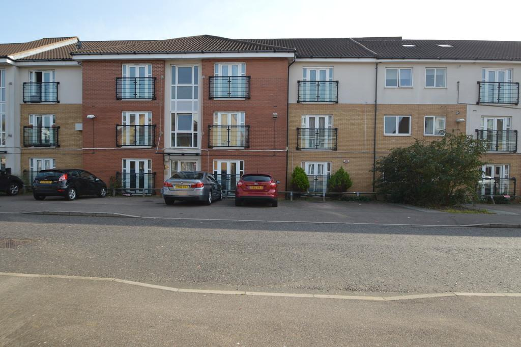 2 Bedrooms Apartment Flat for sale in Berengers Place, Dagenham