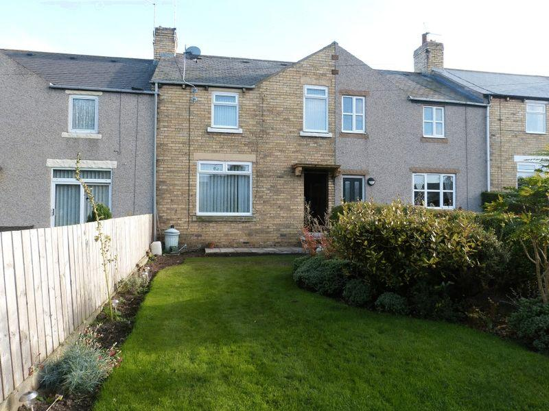 3 Bedrooms Terraced House for sale in Henley Square, Lynemouth - Three Bedroom Mid Terrace House