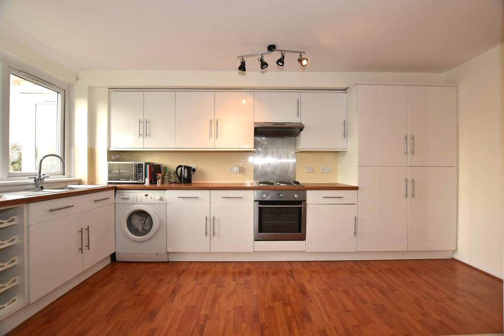 2 Bedrooms Apartment Flat for sale in New Wanstead, Wanstead