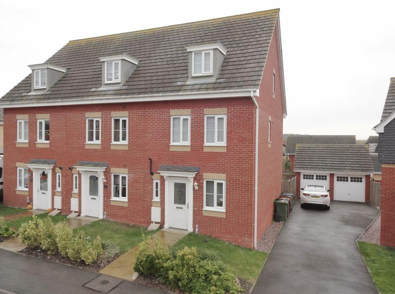4 Bedrooms Terraced House for sale in Chepstow Road, Oakley Vale, Corby