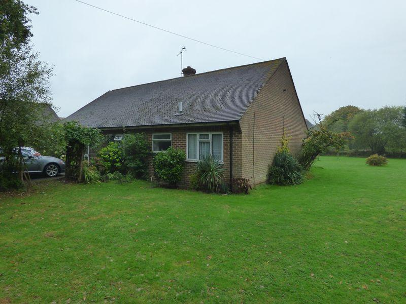 3 Bedrooms Bungalow for sale in Guildford Road, Alfold, Cranleigh