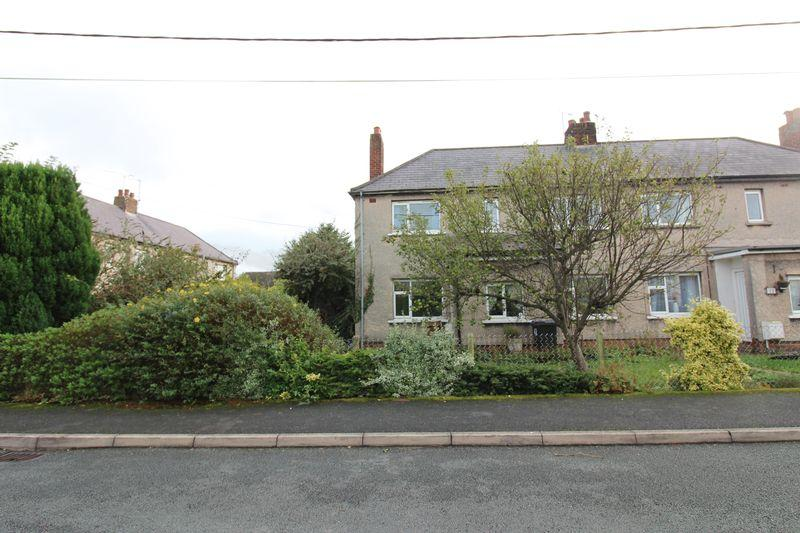 3 Bedrooms Semi Detached House for sale in East View, Mold