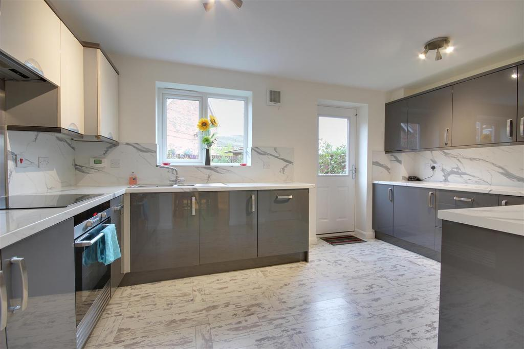 3 Bedrooms Town House for sale in Lady Anne Way, Brough