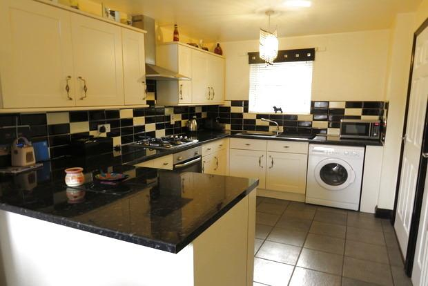 2 Bedrooms Terraced House for sale in Cissbury Road, Briar Hill, Northampton, NN4