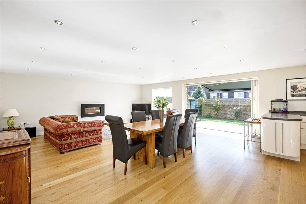 4 Bedrooms Terraced House for sale in Heights Close, London, SW20