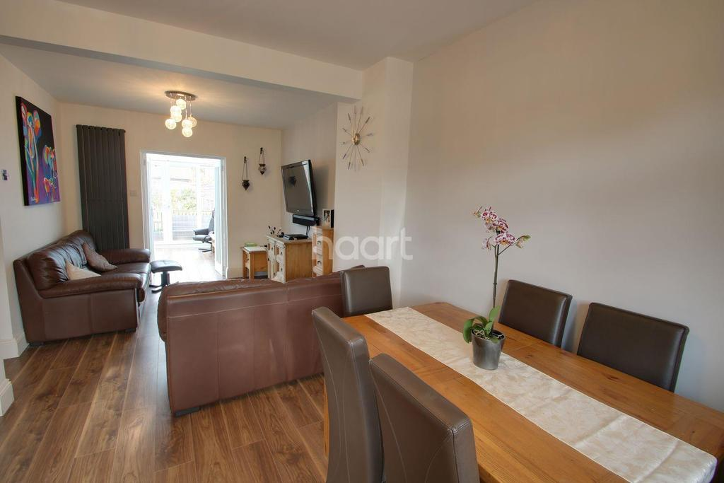 3 Bedrooms Bungalow for sale in South Crescent, Southend on Sea