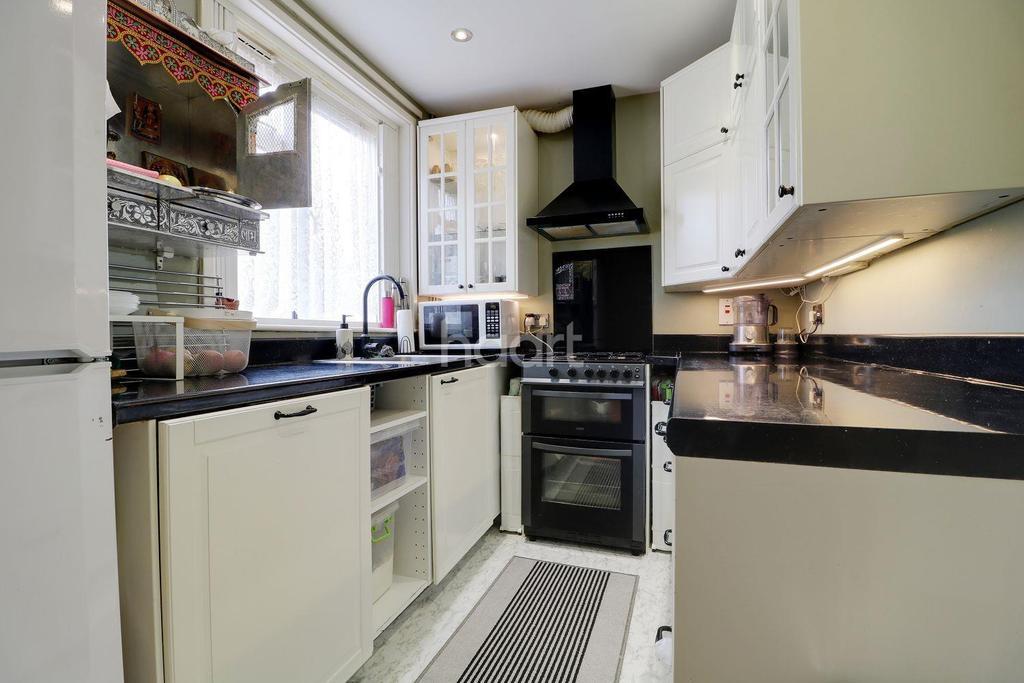 2 Bedrooms Terraced House for sale in Kenmore Road, HA3