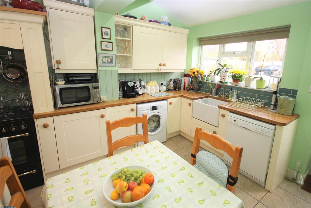 2 Bedrooms Terraced House for sale in Milley Bridge, Waltham St. Lawrence, Reading